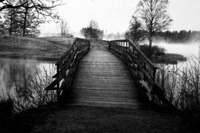 Den bro som leder bort...