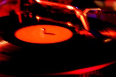 Vem vill vara vår DJ?